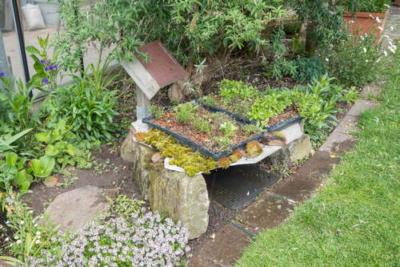 Garage aus Bruchsandstein für Rasenroboter