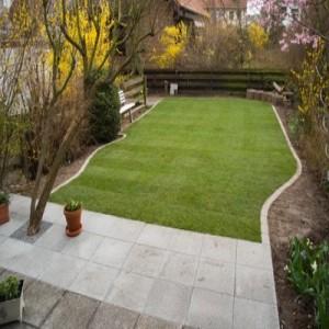 Terrasse mit Rasenanschluss